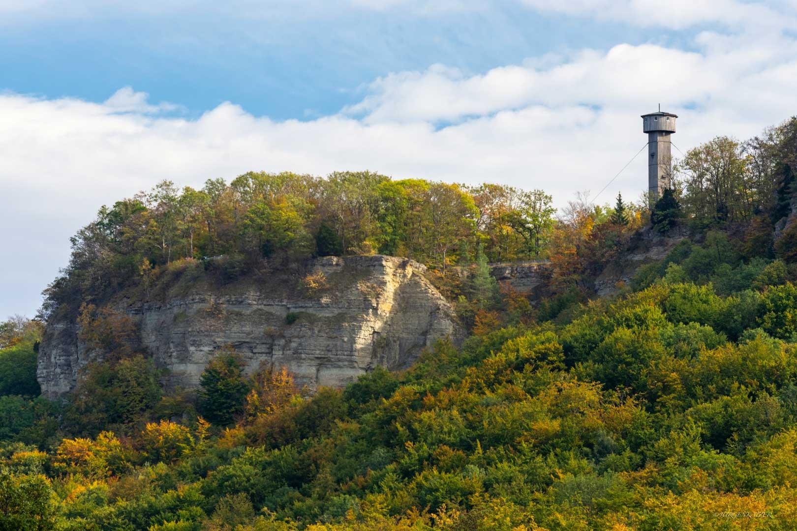 Heldrastein mit Turm der Einheit